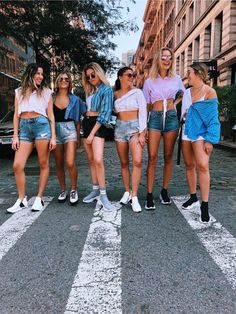 not my photo but dm for credit! Cute Friend Pictures, Best Friend Pictures, Cute Photos, Bff Goals, Best Friend Goals, Friends Instagram, Cute Friends, Girl Gang, Picture Poses