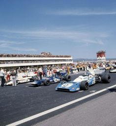 1971 French Grand Prix Start by F1-N°. 14: Jo Siffert (SUI) (Yardley-BRM), BRM P160 - BRM P142 3.0 V12 (finished 4th) N°. 12: Francois Cevert (FRA) (Elf Team Tyrrell), Tyrrell 002 - Ford-Cosworth DFV 3.0 V8 (finished 2nd)