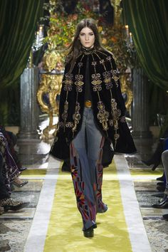 Roberto Cavalli at Milan Fashion Week Fall 2016 - Runway Photos London Fashion Weeks, Milano Fashion Week, Milan Fashion, Roberto Cavalli, Art Deco, Fashion Show, Fashion Outfits, Fashion Corner, Gypsy Style