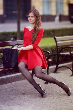 ...help! I have nothing to wear! - kobiecy blog o modzie: Czerwona rozkloszowana sukienka, czarne rajstopy i eleganckie szpilki