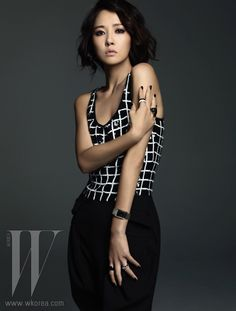 Courtesy of W Korea, we have more pictures of Kim Sun Ah modeling Emporio Armani's Fall/Winter Watch Collection.) This is one of the best pictorials Kim Sun Ah has done… Korean Actresses, Korean Actors, Actors & Actresses, Korean Beauty, Asian Beauty, Kim Sun Ah, Cabello Hair, Hallyu Star, Korean Star