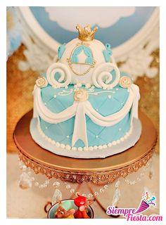 Ideas para fiesta de cumpleaños de Cenicienta. Encuentra todos para tu fiesta en nuestra tienda en línea: http://www.siemprefiesta.com/fiestas-infantiles/ninas/articulos-cenicienta.html?utm_source=Pinterest&utm_medium=Pin&utm_campaign=Cenicienta