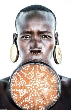 Find Mursi tribe, Lip Plate Frontal – Ethiopia by Louisa Seton online. Buy art online with confidence with free art advisory. Ethiopian Tribes, Mursi Tribe, Arte Tribal, Tribal People, African Tribes, African Culture, World Cultures, People Around The World, Portraits