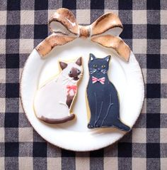 So cute kitty cookies! ★ More on #cats - Get Ozzi Cat Magazine here >> http://OzziCat.com.au ★