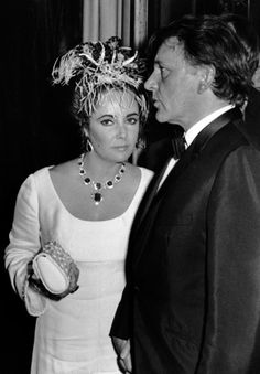 Elizabeth Taylor and Richard Burton attend the premiere party for A Flea in Her Ear at Les Ambassadeurs Restaurant, October 18 Paris © Ron Galella Elizabeth Taylor Schmuck, Burton And Taylor, Eddie Fisher, Valentino, Jacqueline Kennedy Onassis, Lauren Hutton, Father Of The Bride, Most Beautiful Women, Beautiful People