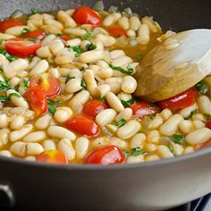 Have a can of white beans? Make this yummy summer dish: White Bean Ragout. #healthyrecipes #quickrecipes #vegetarian | everydayhealth.com