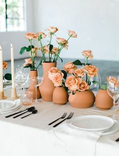 Fresh Ideas for the New Year: A Totally Terracotta Bridal Inspiration – Green Wedding Shoes – Wedding Centerpieces Wedding Table Centerpieces, Floral Centerpieces, Wedding Decorations, Table Decorations, Centerpiece Ideas, Quinceanera Centerpieces, Table Setting Wedding, Floral Arrangements, Mono Floral
