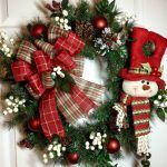 ideas to decorate fake xmas wreath with pinecones and ribbon Christmas Door Wreaths, Noel Christmas, Holiday Wreaths, Rustic Christmas, Christmas Ornaments, Winter Wreaths, Wreath Crafts, Holiday Crafts, Holiday Decor