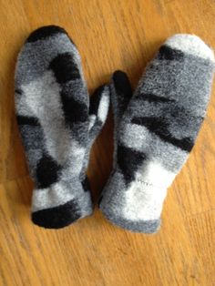 A very easy to download free mitten pattern. Made from fleece with a fleece lining. Great for cold days.