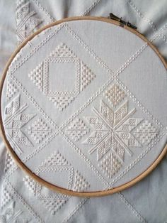 Hardanger Embroidery, Bargello, Elsa, Jewelry Making, Couture, Stitch, How To Make, Embroidery Ideas, Hand Embroidery