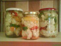 Nakladaná kyslá kapusta do pohárov nepotrebujete žiaden súdok Pickles, Cucumber, Sushi, Ale, Mason Jars, Ethnic Recipes, Food, Ale Beer, Essen