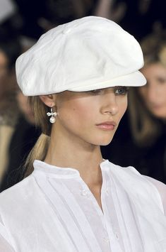Ralph Lauren at New York Fashion Week Spring 2010 - Details Runway Photos Ralph Lauren Style, Wearing A Hat, Love Hat, New York Fashion, Pet Fashion, Fashion Hats, Fashion Clothes, Street Fashion, Mode Inspiration