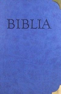 Biblia s kovovými rožkami (recenzia) - Formát A4 robí z tejto knihy neprehliadnuteľný artikel každej knižnice. Vonkajší obal je potiahnutý koženkovým materiálom príjemným na dotyk, v nebesky modrej farbe s elegantne vyrazenými písmenami na prednej doske knihy. V úvode Biblie je ponechaný priestor Rodinnej kronike s venovaním.