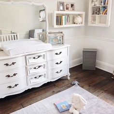 """278 curtidas, 2 comentários - Lorena Canals Rugs (@lorenacanalsrugs) no Instagram: """"@ov.er_ex.posed reviews her beautiful Lorena Canals rug for baby's nursery on her blog! Love how…"""""""