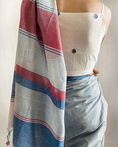 Blouse Back Neck Designs, Sari Blouse Designs, Designer Blouse Patterns, Celebrity Casual Outfits, Stylish Blouse Design, Stylish Sarees, Saree Blouse, Blouse Neck, Check