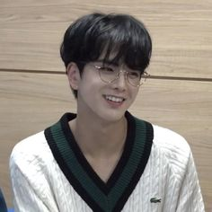 "🦕 on Twitter: ""i am a younghoon stan… """
