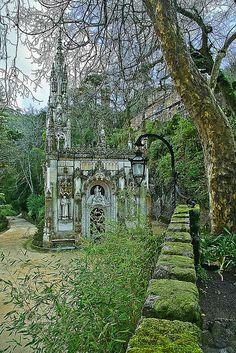 Quinta da Regaleira in Sintra, Portugal (by Portuguese_eyes).