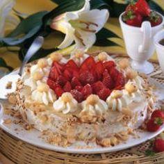 Macadamia Buttercreme-Torte und 87.000 weitere Rezepte entdecken auf DasKochrezept.de Coffee Time, Camembert Cheese, Strawberry, Pie, Fruit, Sweet, Desserts, Foods, Food