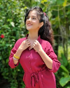 Desi Girl Image, Girls Image, Beautiful Girl Photo, Beautiful Girl Indian, Cute Girl Face, Stylish Girl Pic, Chiffon Saree, Instagram Girls, Indian Girls