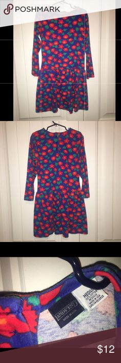 Land's End Girl Dress sz Medium Good condition. Dress is blue which is not as bright as shown in pictures Lands' End Dresses