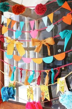Garlands - chttp://pepperbuttons.blogspot.com/2011/10/decor-10-ways-to-make-garland.html