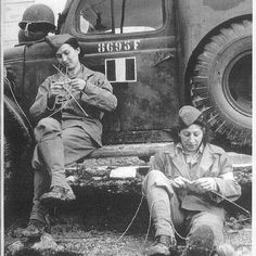 French soldiers knitting in Italy during WWII. #vintage #1940s #WW2 #women
