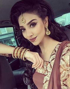eca30891ba Courtesy of beauty blogger Rumena. Wedding Outfits Uk, Indian Makeup  Tutorial, Indian Wedding
