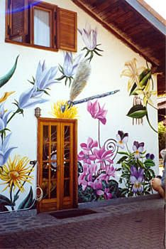 Trompe l 39 oeil painting for outside photo outbuildings for Best paint for wall mural