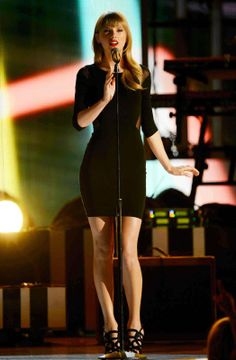 Taylor Swift Shows Perfect Curves Body In Balck Dress At Tim McGraw's Superstar Summer Night