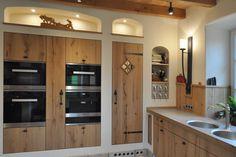 Chalet Design, Küchen Design, House Design, Interior Design, Wooden Door Signs, Wooden Doors, Diy Kitchen, Kitchen Cabinets, Casa Retro