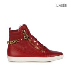 Red pieced deer leather sneaker. A rock attitude to your casual style to wear with trendy outfits.