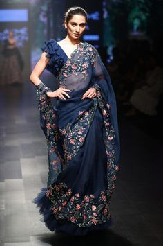 Ruffle Blouse With Floral Embroidered Saree Saree Blouse Neck Designs, Saree Blouse Patterns, Fancy Blouse Designs, Moda Indiana, Estilo Jeans, Modern Saree, Stylish Sarees, Trendy Sarees, Elegant Saree