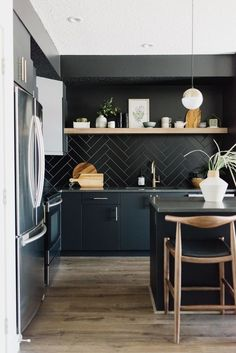 Kitchen Interior Design – Kitchen is a place for us to make favorite food. Therefore the kitchen must make us . Modern Kitchen Interiors, Home Decor Kitchen, Interior Design Kitchen, New Kitchen, Kitchen Dining, Kitchen Ideas, Kitchen Modern, Kitchen Industrial, Kitchen Contemporary