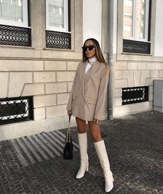 43 Office Outfits Highlight the Independent Side of Women - Page 29 of 43 - VimDecor - Work Outfits Women Looks Street Style, Looks Style, My Style, Image Fashion, Look Fashion, Womens Fashion, Trendy Fashion, Vogue Fashion, High Fashion Style