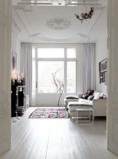 32 Ideas For Shabby Chic White Living Room Inspiration White Rooms, White Walls, White Ceiling, Ceiling Rose, White Bedroom, Living Room Inspiration, Interior Inspiration, Interior Ideas, Interior Styling