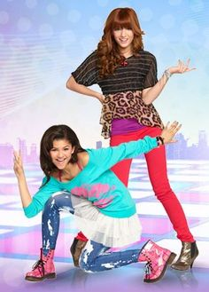 Bella Thorne and Zendaya Disney Channel Stars, Disney Stars, Kc Undercover Outfits, Rocky Blue, Bella Thorne And Zendaya, Teen Images, Natural Braided Hairstyles, Ariana Grande Photoshoot, Zendaya Style