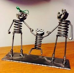Uploaded by أحمد الكوردي. Find images and videos on We Heart It - the app to get lost in what you love. Welding Art Projects, Metal Art Projects, Diy Welding, Metal Crafts, Recycled Metal Art, Scrap Metal Art, Car Part Art, Sculpture Metal, Metal Yard Art