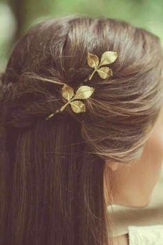 TUBURA leaf hair pin