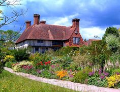 Former home and spectacular gardens of the late British gardener Christopher Lloyd, famed the world over for his pioneering style that has influenced generations. Great Dixter, nestles in the beautiful countryside of East Sussex, in England