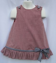 Gingham Alabama Ruffle Dress with Houndstooth Trim and Applique Game Day! Gingham Alabama Ruffle Dress with Houndstooth Trim and Applique Girls Frock Design, Kids Frocks Design, Baby Frocks Designs, Baby Dress Design, Frocks For Girls, Little Girl Dresses, Dress Girl, Baby Dress Patterns, Sewing Patterns