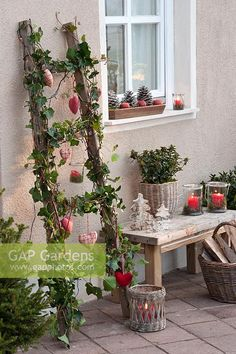 Funky Junk Interiors, Home Deco, Old Wooden Ladders, Vintage Door Knobs, Alternative Christmas Tree, Rustic Farmhouse Decor, Farmhouse Style, Diy Garden Decor, Garden Ideas