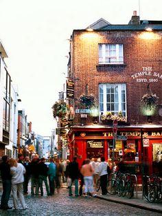 Ein Abstecher in das ViertelTemple Bar ist bei deiner nächsten Dublin-Reise ein Muss!
