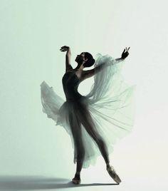 Natasha Kusen, The Australian Ballet, Serenade. Photograph Justin Smith.