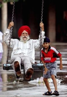 Never too old to be young at heart! child pushing india man in red turban in swing playing Robert Louis Stevenson, We Are The World, People Around The World, Life Is Beautiful, Beautiful People, Beautiful Morning, Foto Poster, Never Too Old, Old Age