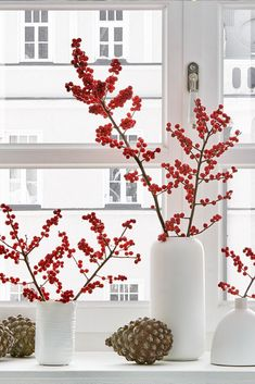 The Scandinavian Christmas decoration with Ilex branches is something very special.- The Scandinavian Christmas decoration with Ilex branches is something very special. The red berries are great for crafting and decorating! Scandinavian Christmas Decorations, Decor Scandinavian, Modern Christmas Decor, Holiday Decor, Christmas Decorations For Bedroom, Elegant Christmas, Beautiful Christmas, Seasonal Decor, Holiday Crafts
