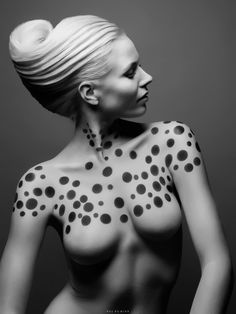 Maquillage : Carole Petrigno ; Coiffure : Sandrine Ruiz ; Photo : Duy Ha Minh