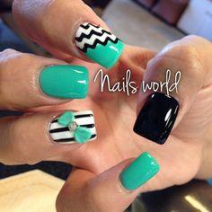 Mint & black nails ♡