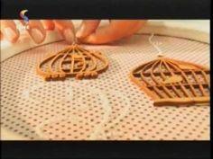 Aprenda a fazer pátina provençal com apliques de tecido. #patina #provencal #madeira