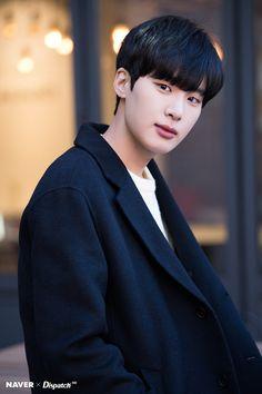 HD 포토 :: 네이버 TV연예 Korean Male Actors, Handsome Korean Actors, Korean Celebrities, Asian Actors, Dong Hae, Kim Dong, I Hate Boys, Cute Asian Guys, Sung Kyung