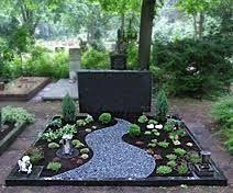 grave design easy to maintain Tombstone Designs, Vegetable Planters, Courtyard Landscaping, Grave Decorations, Plastic Flowers, Outdoor Furniture Sets, Outdoor Decor, Planter Boxes, Cemetery